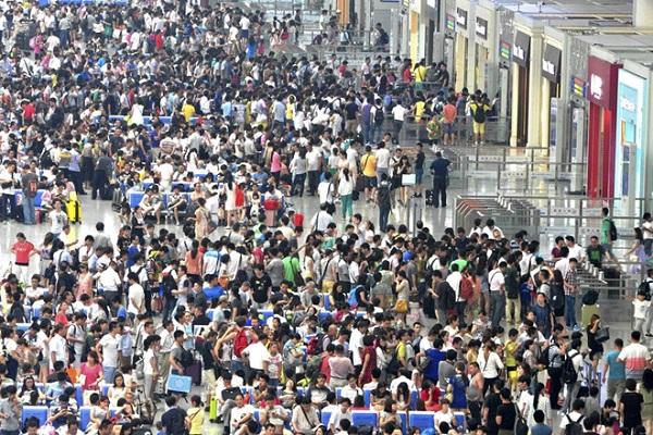 Hàng triệu người Trung Quốc bị cấm đi máy bay, tàu hỏa vì 'tín dụng xã hội'