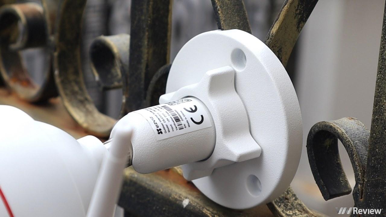 Đánh giá camera an ninh ngoài trời EZVIZ C3W: thiết kế lạ, dễ sử dụng, còi hú và đèn nháy báo động hữu ích