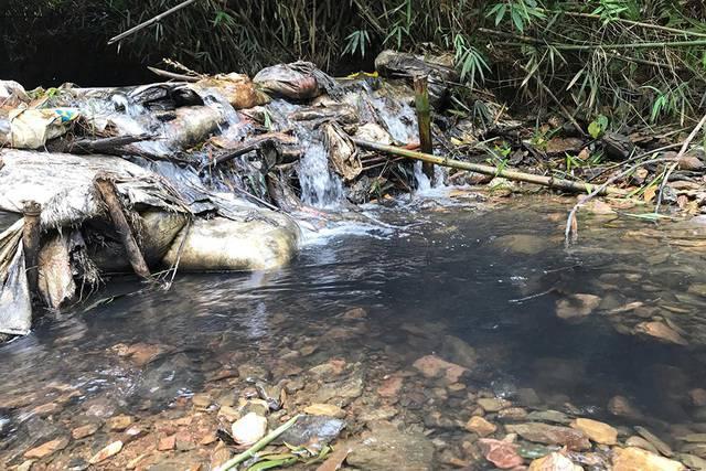 Người dân Hà Nội khổ rồi: Xử lý nước nhiễm dầu thải rất khó, Việt Nam chưa có công nghệ làm việc này