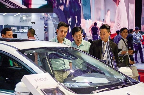 """10 mẫu xe """"ăn khách"""" nhất Việt Nam: Xe ngoại nhập chiếm gần một nửa"""