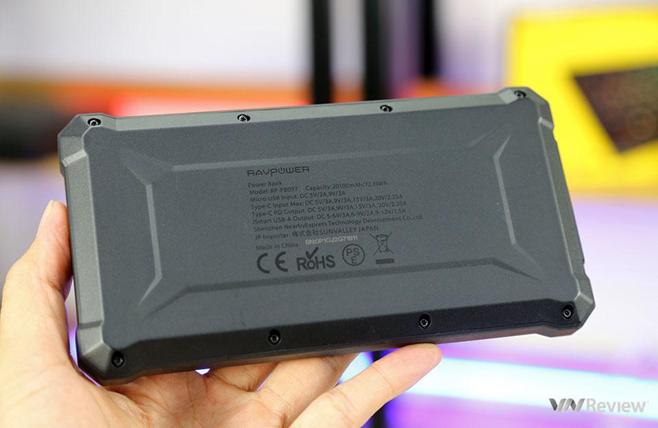 Trên tay sạc dự phòng MacBook RAVPower RP-PB097: dáng hầm hố, sạc nhanh cho smartphone và laptop