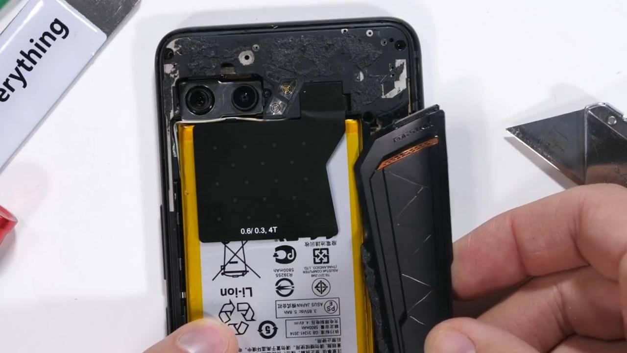 ASUS ROG Phone 2 có một lỗi thiết kế cực kì nghiêm trọng