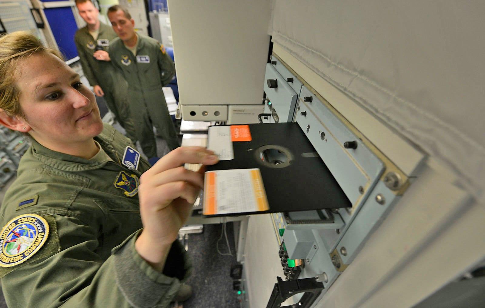 Quân đội Mỹ ngừng sử dụng… đĩa mềm để điều phối các nhiệm vụ phóng tên lửa hạt nhân