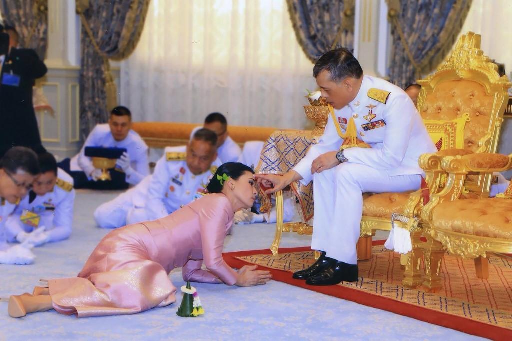 Hoàng quý phi Thái Lan bị phế truất vì muốn làm hoàng hậu