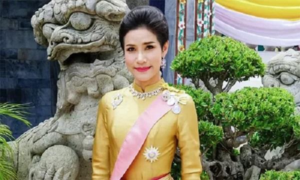 Hoàng quý phi Thái Lan bị phế truất vì muốn giành ngôi Hoàng hậu