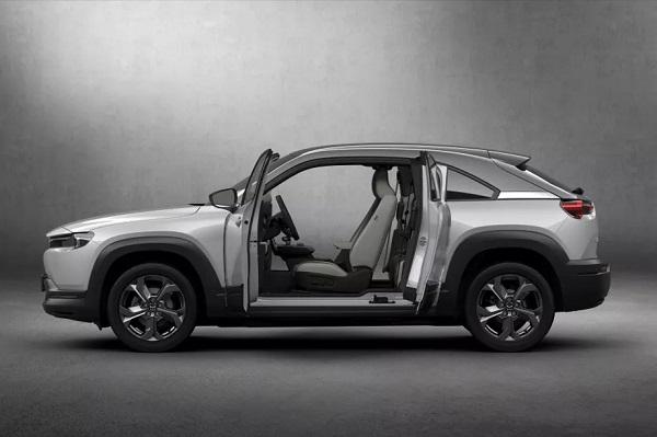 """Mazda ra mắt MX-30, chiếc xe điện đầu tiên của mình với cửa dưới mở dạng """"tự do"""" về phía sau"""