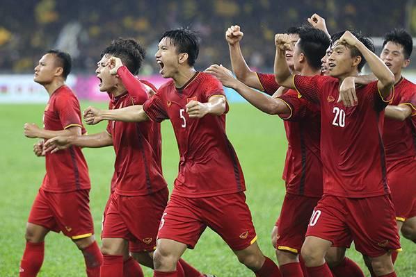 Danh sách tuyển Việt Nam gặp UAE và Thái Lan: Văn Quyết lại bị bỏ quên!