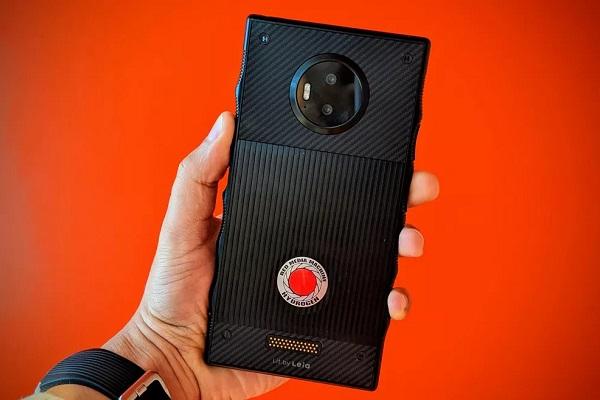 RED hủy bỏ dự án điện thoại màn hình 3 chiều holographic Hydrogen, người sáng lập từ chức