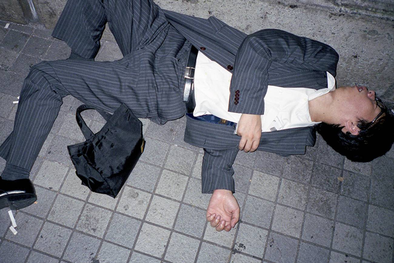 Ngủ trên đường phố và nỗi ám ảnh 'làm việc đến chết' với dân công sở Nhật Bản