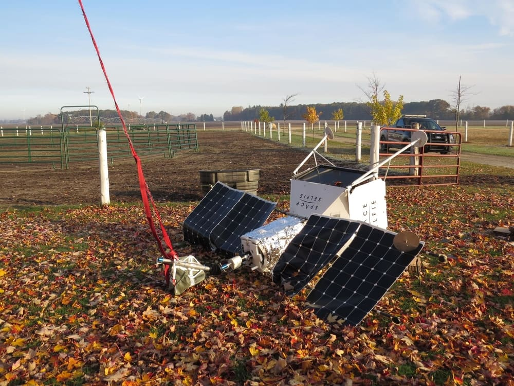 Khinh khí cầu selfie của Samsung rơi thẳng xuống trang trại của người dân