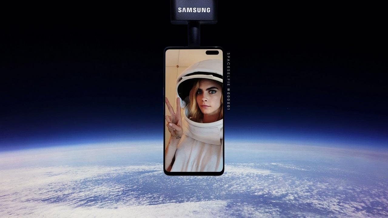 Khinh khí cầu selfie của Samsung lao thẳng xuống cánh đồng