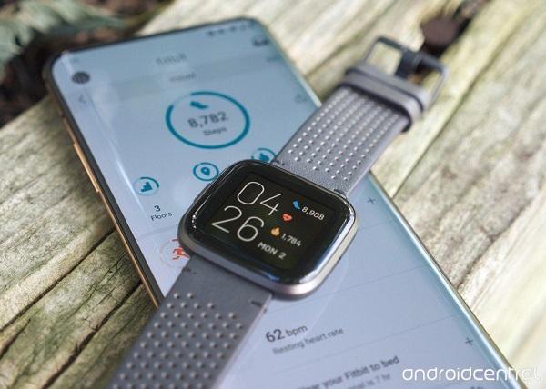 """Wear OS có thể được """"cứu sống"""", nếu Google mua Fitbit"""