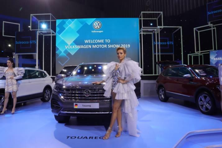 Volkswagen Việt Nam biết xe Touareg có 'đường lưỡi bò' nhưng vẫn trưng bày