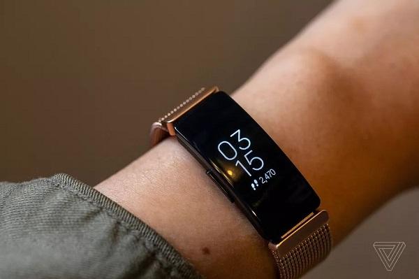 Google chính thức mua lại Fitbit với giá 2,1 tỉ USD nhằm cạnh tranh với Apple Watch