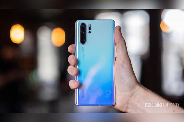 """Lệnh cấm thì sao? Doanh số smartphone Huawei vẫn """"tăng đều đều"""""""