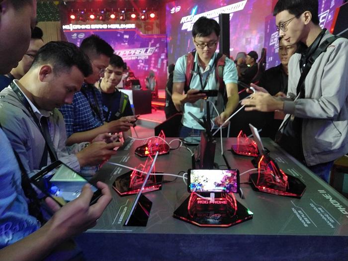 Game thủ háo hức với ROG Phone II tại ASUS Expo 2019