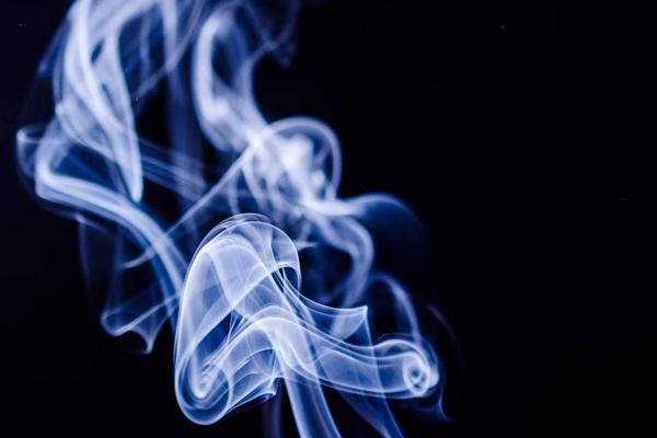 Trung Quốc cấm bán thuốc lá điện tử trực tuyến vì lo ngại ảnh hưởng sức khỏe người dân