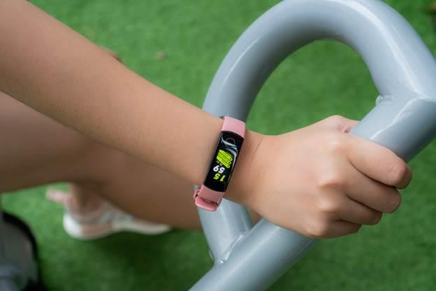 Mua sắm và sử dụng vòng tay thông minh fitness band thế nào cho đúng cách?