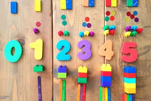 """Dạy toán cho trẻ ở phương Tây: """"tập hợp hóa"""" số học theo Jean Piaget-Bourbaki là một sai lầm (kỳ 1)"""