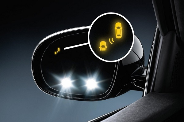 Cách chỉnh gương chiếu hậu ô tô để tránh điểm mù tối đa, ai cũng nên biết