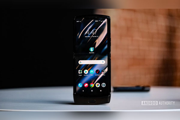 Trên tay Motorola Razr 2019: Huyền thoại trở lại đầy ấn tượng