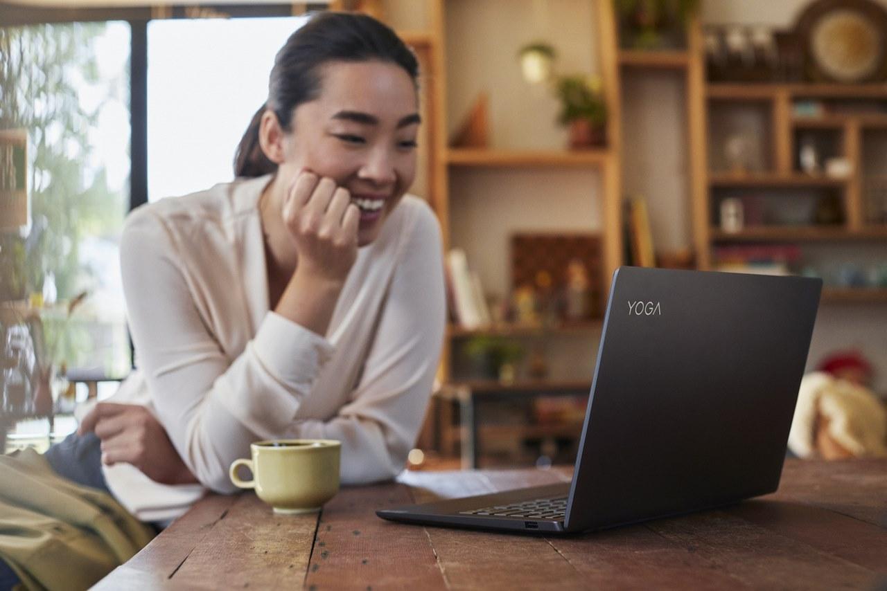 Lenovo bán laptop xoay lật Yoga S740 tại Việt Nam: Core i7 Gen 10, tích hợp Alexa, camera ToF, giá 23,6 triệu