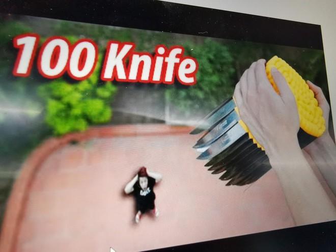 Dân mạng kêu gọi tẩy chay NTN vì trò thả dao nguy hiểm