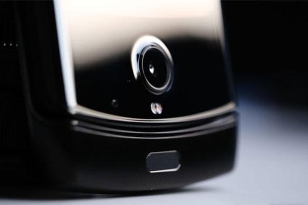 Motorola Razr không có khe gắn SIM