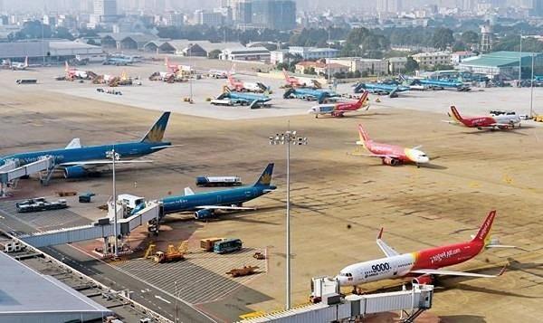 Cấm drone ở khu vực sân bay sau hai vụ mũi máy bay bị móp méo