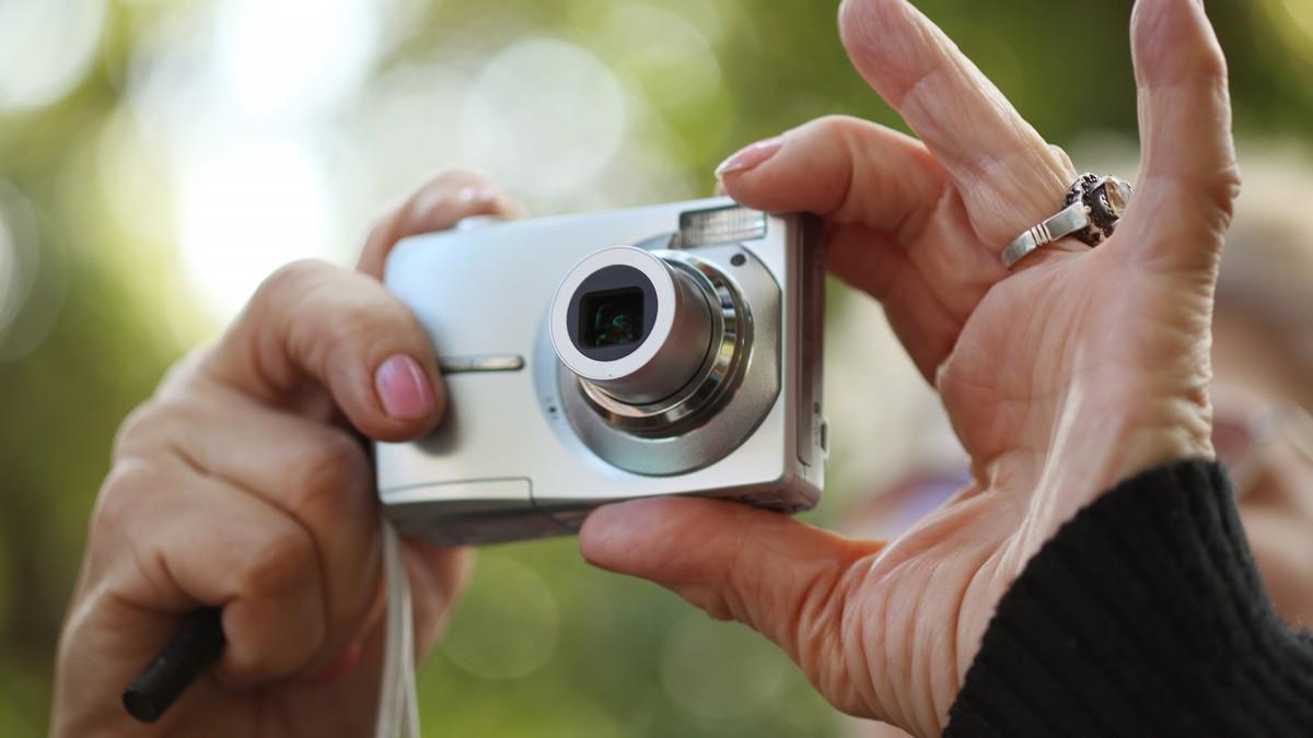 Năm 2019 rồi, liệu những chiếc máy ảnh ngắm chụp (point-and-shoot) bỏ túi có còn đáng mua?