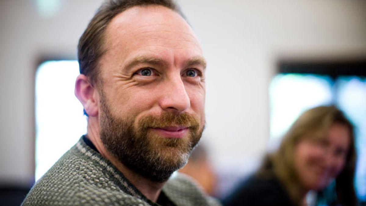 """Nhà sáng lập Wikipedia Jimmy Wales """"lặng lẽ"""" phát triển mạng xã hội cạnh tranh với Facebook"""