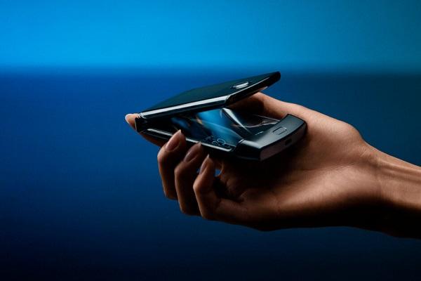 Xuất hiện bằng sáng chế smartphone màn hình gập như Motorola Razr của Huawei