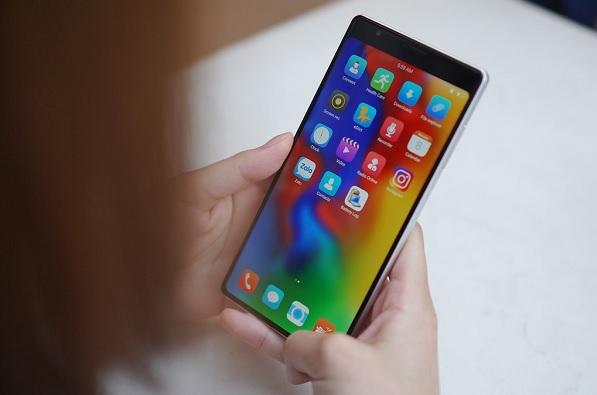Forbes: Người Việt có xu hướng mua smartphone sản xuất trong nước