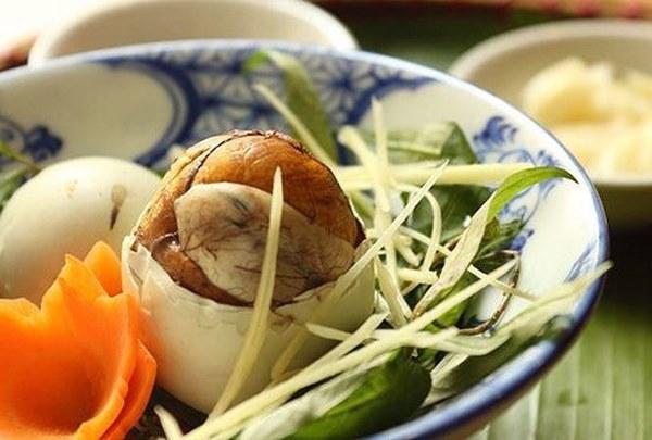 7 nhóm người không nên ăn trứng vịt lộn