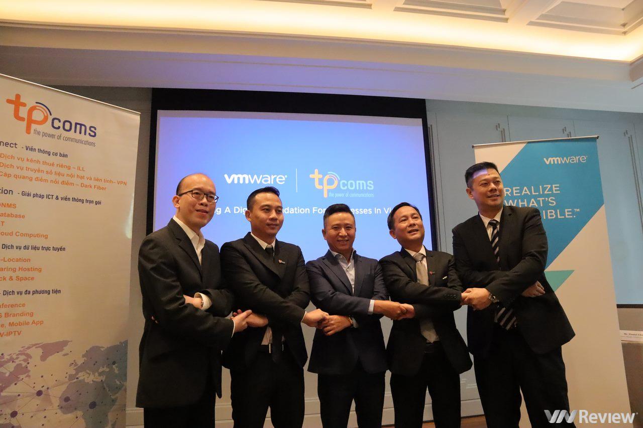 """VMware và Tpcoms hợp tác thúc đẩy hành trình """"lên mây"""" của doanh nghiệp Việt Nam"""