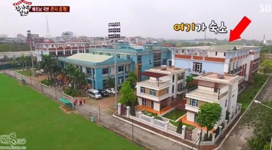 Biệt thự nhìn thẳng ra 4 sân tập đạt tiêu chuẩn FIFA của thầy Park Hang Seo khiến báo Thái phải trầm trồ