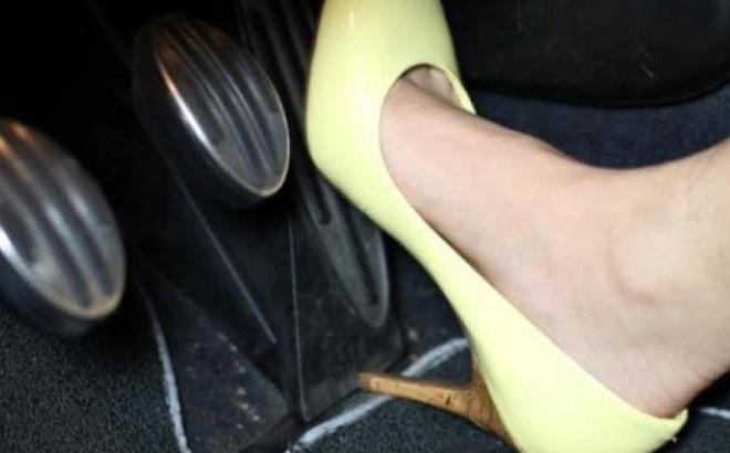 Nguyên nhân và cách khắc phục tình trạng đạp nhầm chân ga