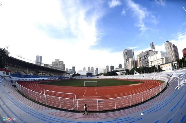 Sân bóng đá SEA Games 30 ngổn ngang trước ngày thi đấu