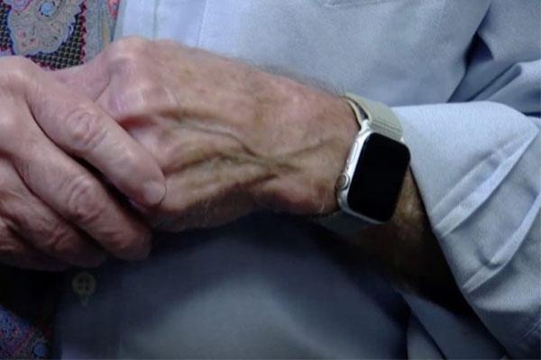 Được tặng Apple Watch mới phát hiện bị bệnh tim