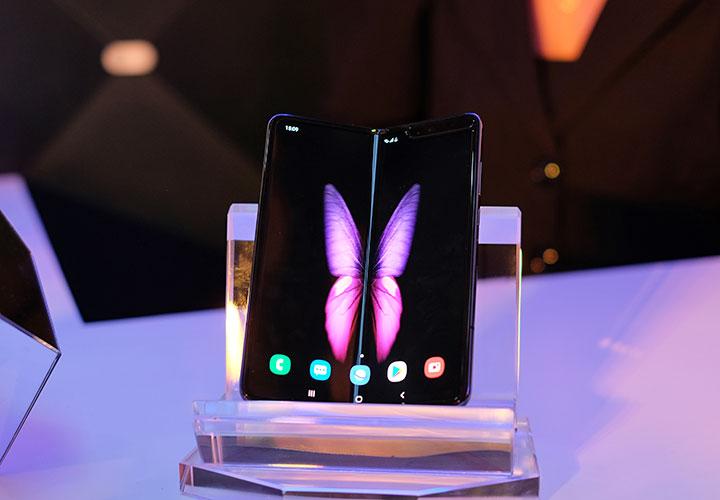 Galaxy Fold có giá chính thức 50 triệu đồng ở Việt Nam, lên kệ từ ngày 14/12