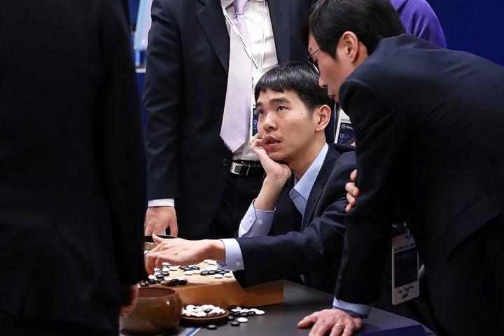 Đại kỳ thủ cờ vây từng bị DeepMind đánh bại quyết định giải nghệ, thừa nhận AI là vô đối