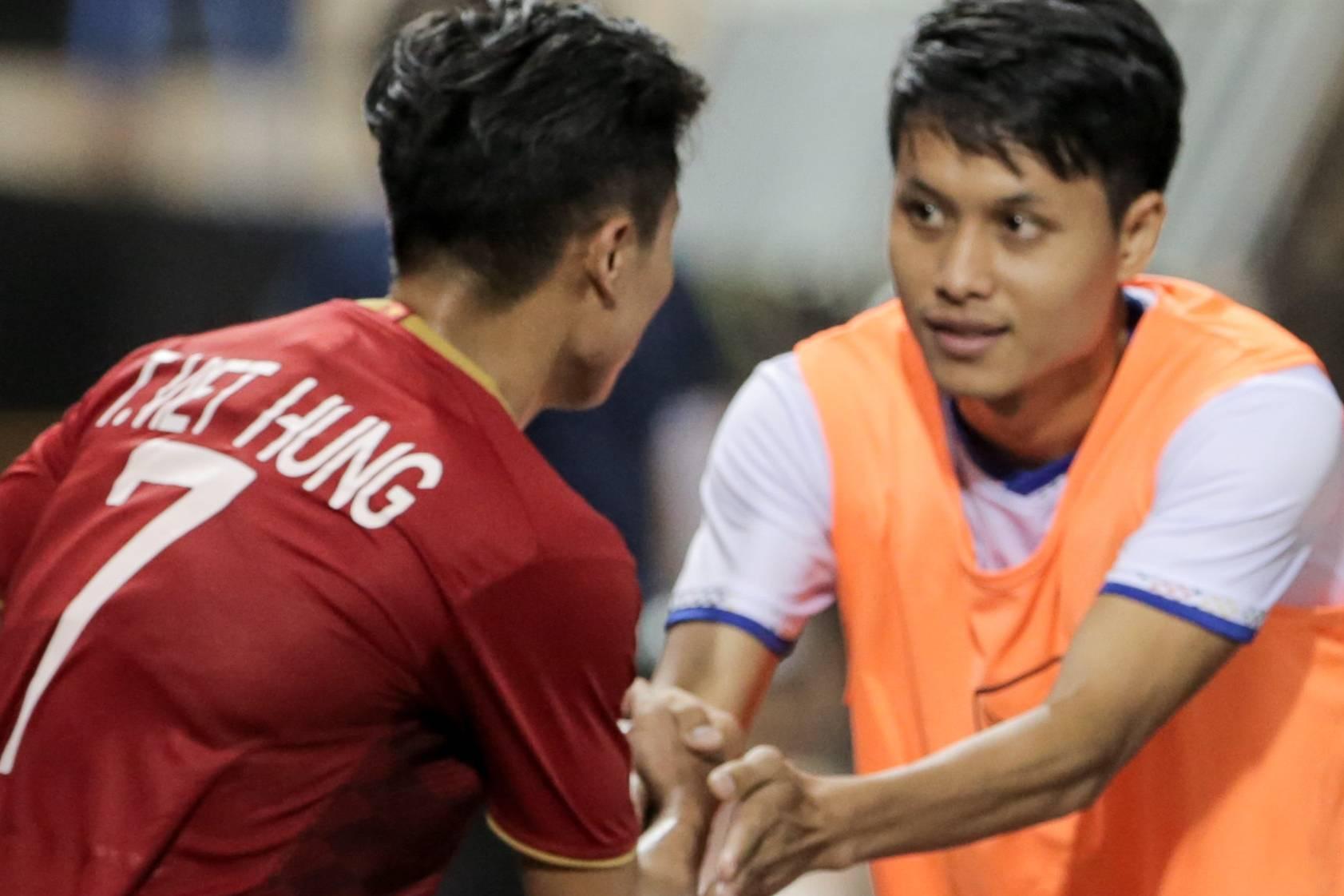 Người Lào lịch sự: Tìm gặp bằng được và xin lỗi cầu thủ U22 Việt Nam sau pha phạm lỗi nguy hiểm