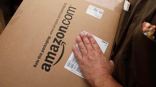Sự cố Black Friday: Amazon lộn đơn hàng, gửi cả bao cao su, bàn chải đánh răng cho khách
