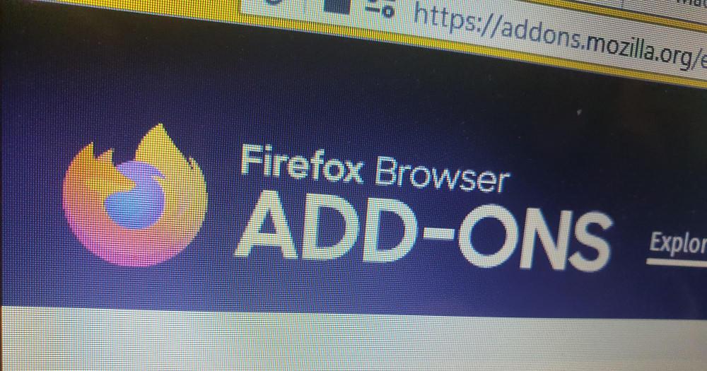 Mozilla gỡ bỏ phần mở rộng trình duyệt của Avast và AVG vì nghi ngờ theo dõi người dùng | Bốn phần mở rộng (trong đó có 2 phần mở rộng của Avast và 2 phần mở rộng của AVG) đã bị gỡ bỏ khỏi cửa hàng của trình duyệt Firefox; nhưng vẫn còn trên Chrome Web Store. Mozilla đã xoá bốn phần mở rộng trình duyệt Firefox do Avast và công ty con của họ là AVG phát triển, sau khi nhận được một số báo cáo đáng tin cậy cho rằng những phần mở rộng này đang thu thập dữ liệu người dùng và lịch sử duyệt web.