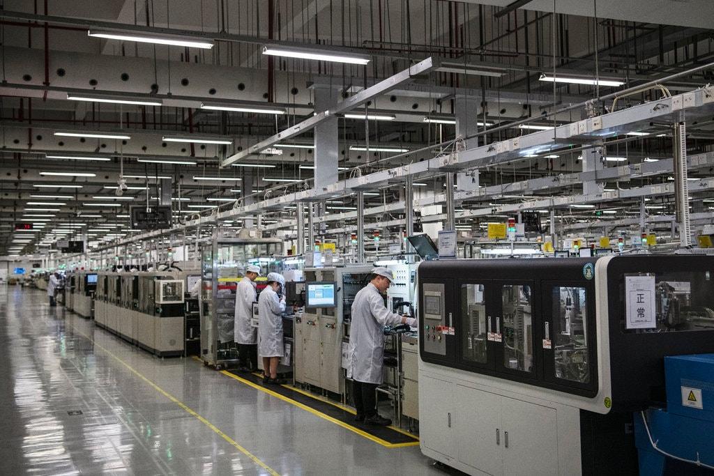Một dây chuyền sản xuất của Huawei ở Đông Quan. Vụ việc bắt giữ một cựu nhân viên Huawei đã làm
