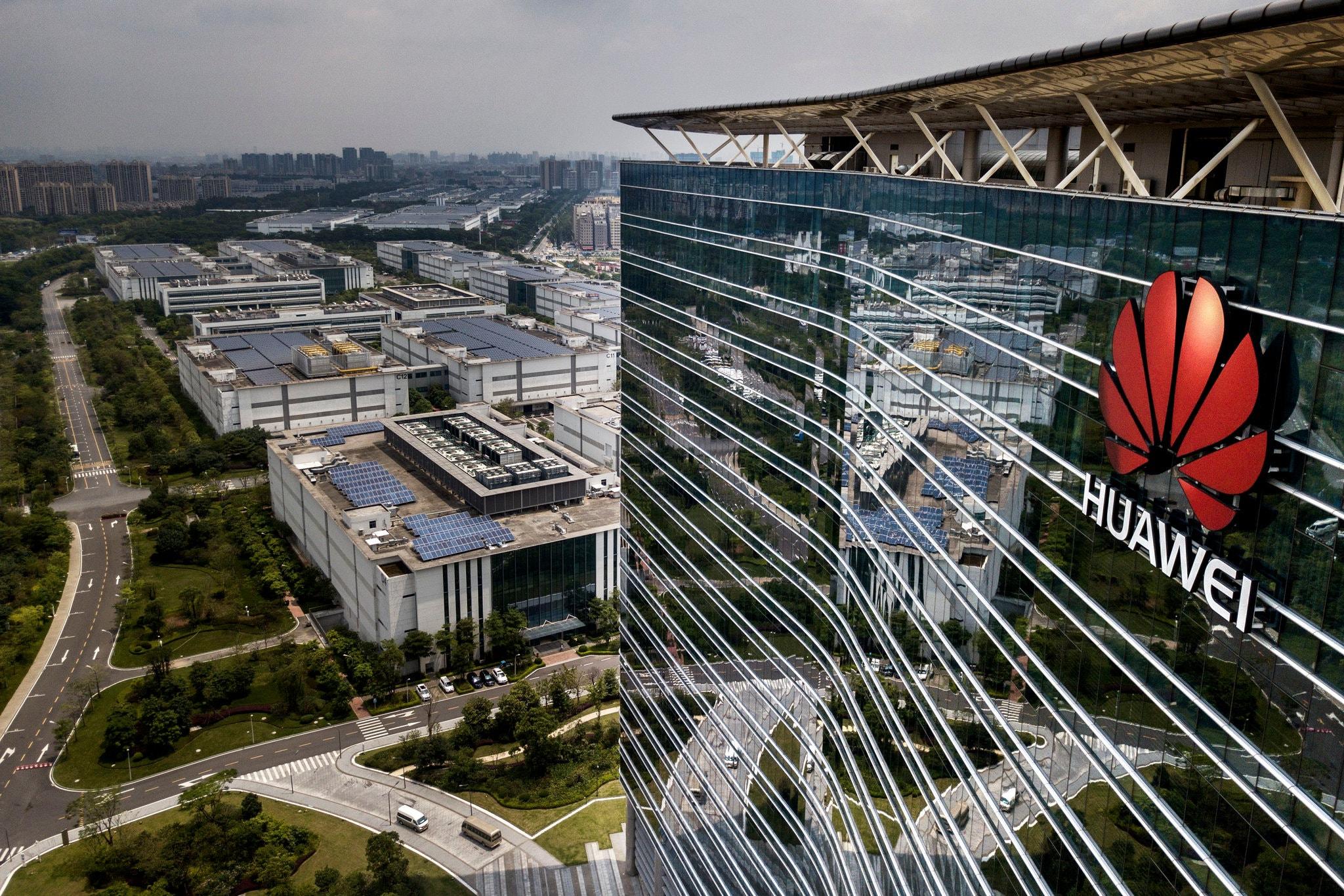 Gã khổng lồ viễn thông Trung Quốc Huawei, có trụ sở tại Đông Quan, Thâm Quyến, từ lâu đã là một biểu tượng của niềm tự tôn dân tộc Trung Hoa. Ảnh: Kevin Frayer/Getty Images | Từng được