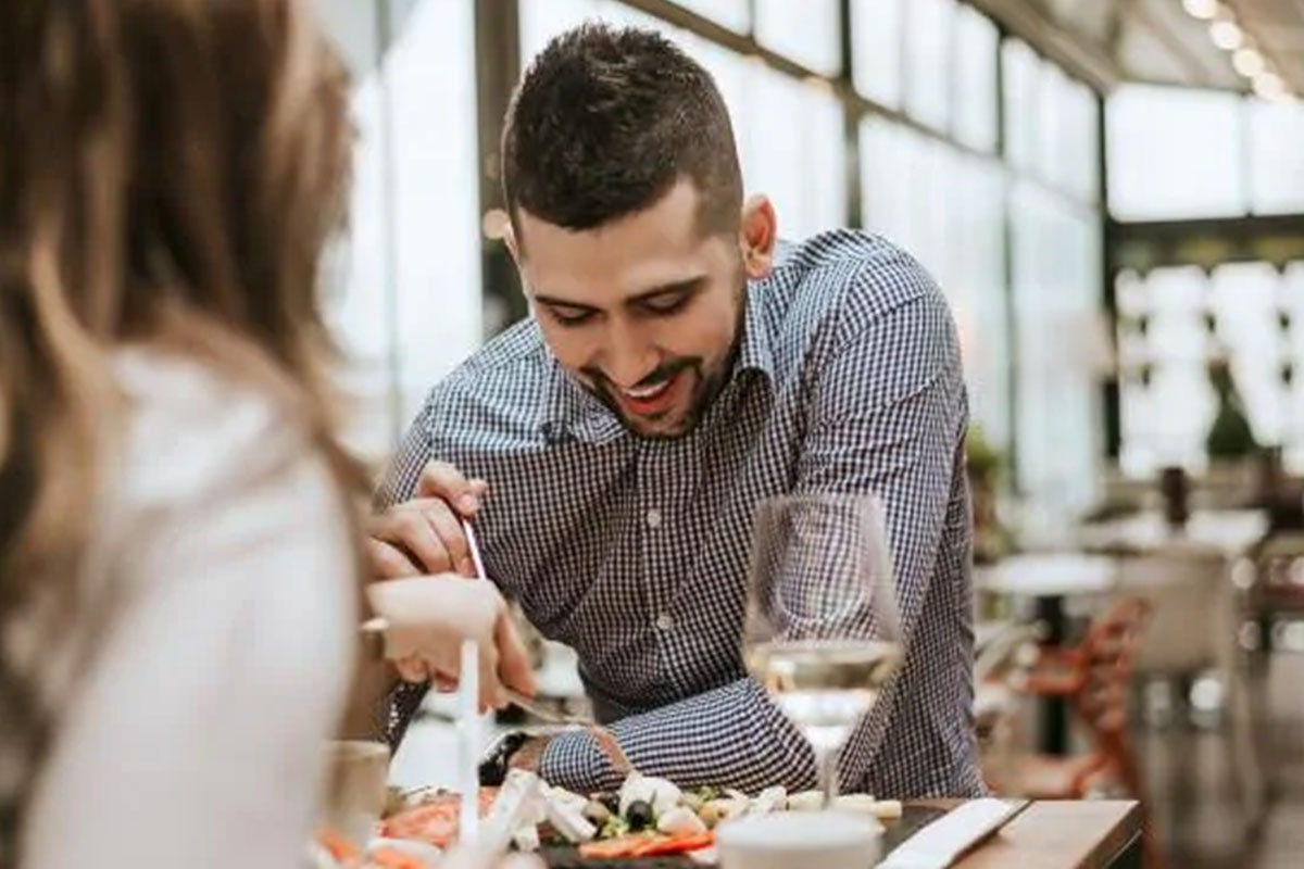 Góc éo le: Đọc review quán ăn, phát hiện chồng ngoại tình
