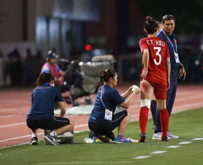 Hình ảnh đắt giá và xót xa nhất trận chung kết bóng đá nữ SEA Games 30