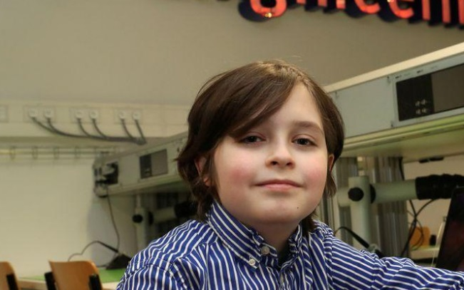 Cậu bé người Bỉ bỏ ngang đại học khi mới 9 tuổi