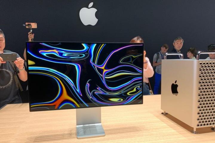 Màn hình Pro Display XDR của Apple cần được lau bằng một miếng vải đặc biệt của Apple